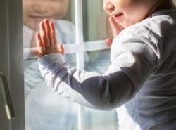 Безопасность окон для детей - страхуемся правильно